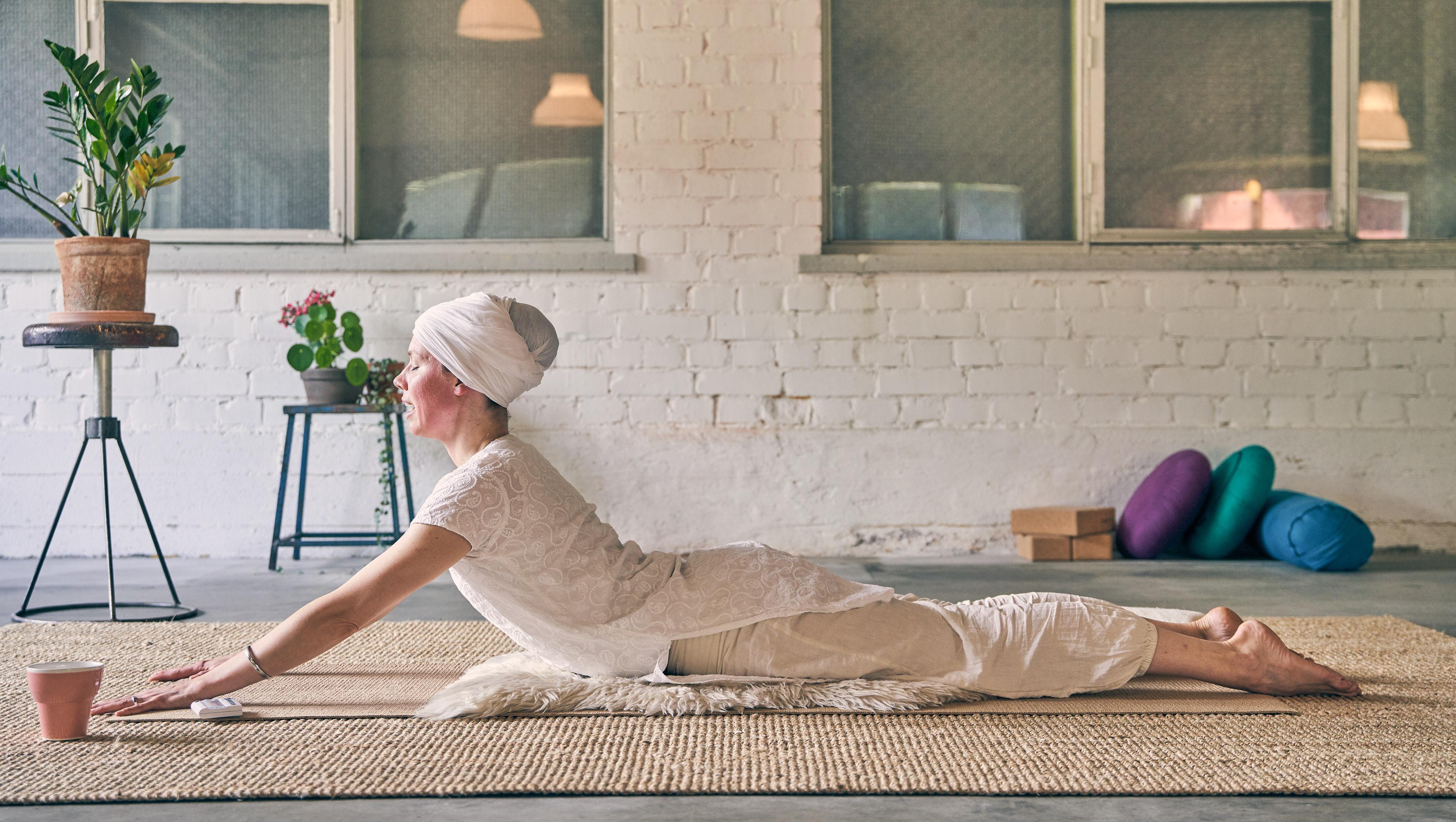 _7R372010698_yoga_v1